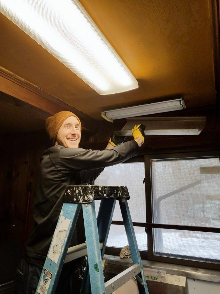 8-KMC NY changing lightbulbs