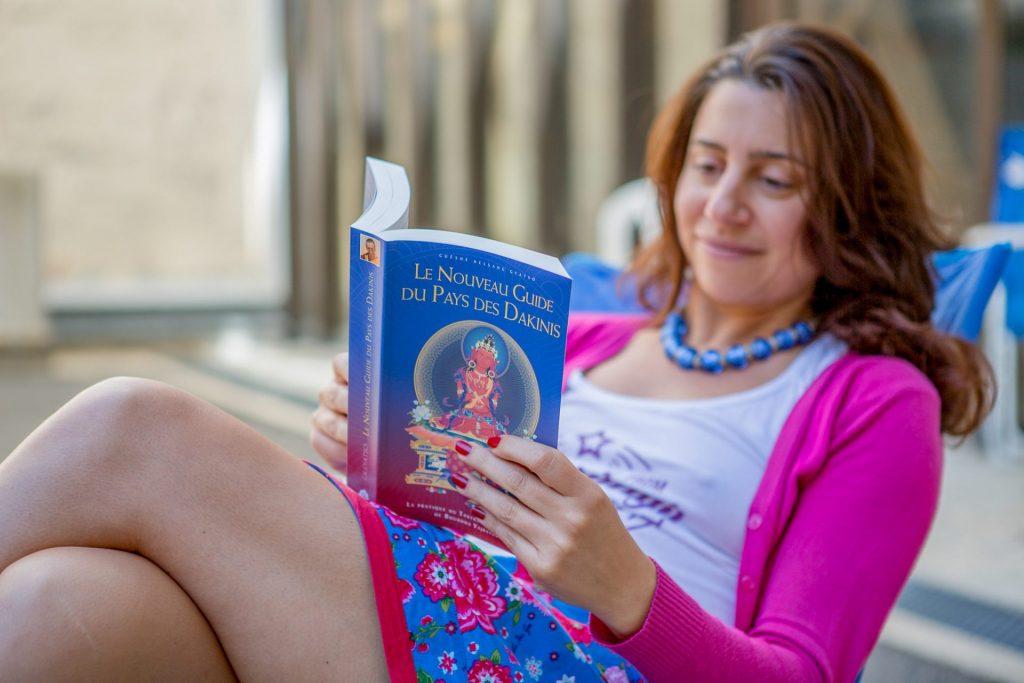 woman-reading-NGTDL
