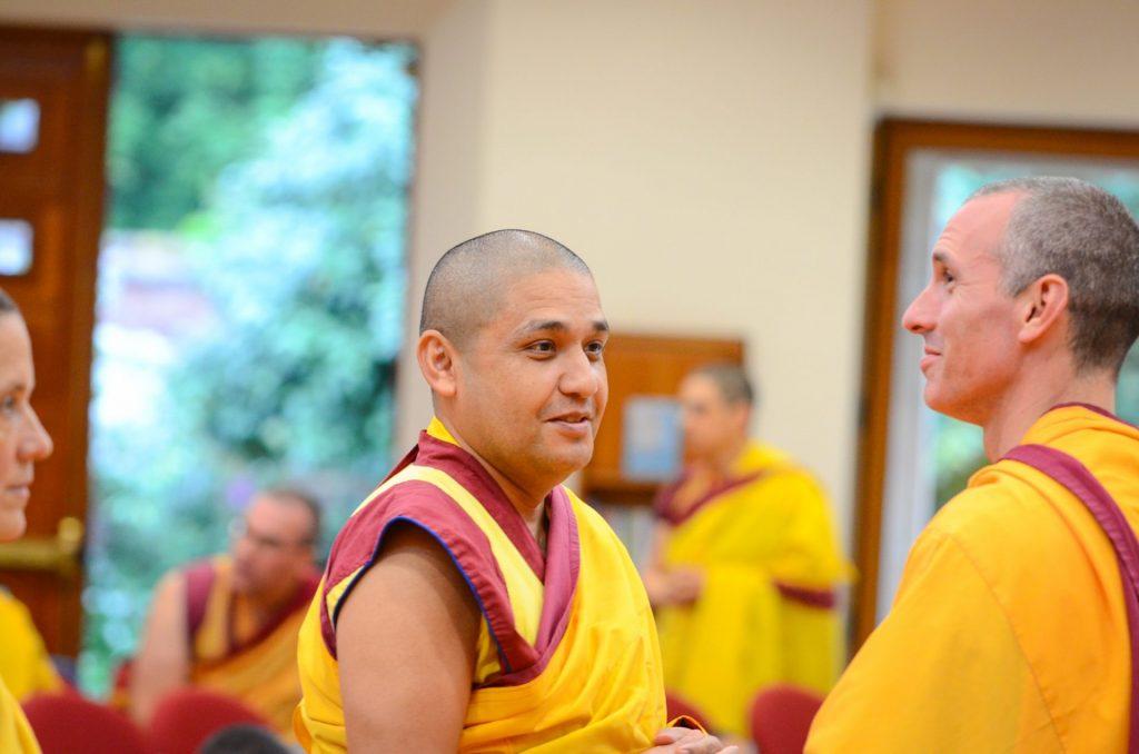 2-sab 29-junho-monges-conversando-ITTP-MAnjushri