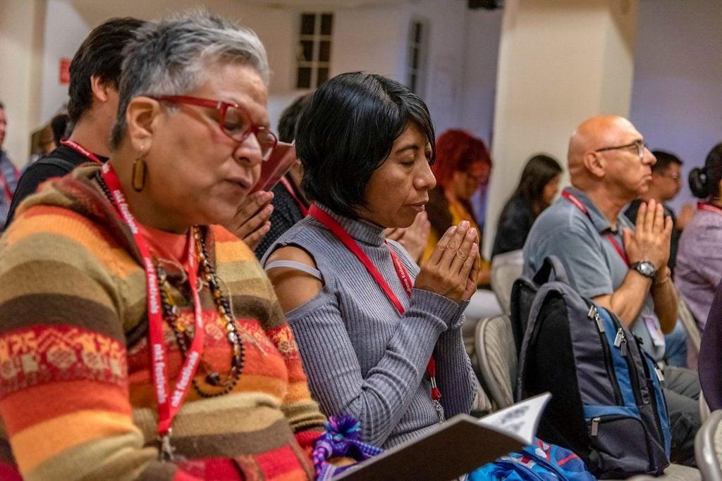 Audience praying Mexico