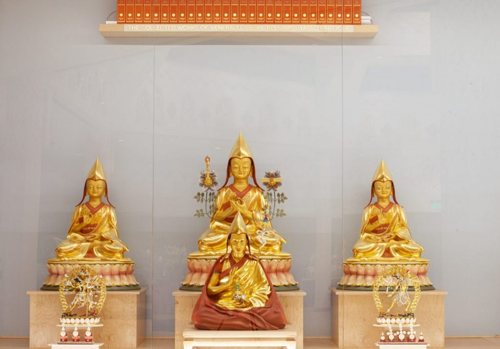Je Tsongkhapa with the collected works of Venerable Geshe Kelsang Gyatso Rinpoche